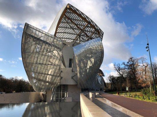 La Fondation Louis Vuitton, voisine de l'École de graphisme Garti.