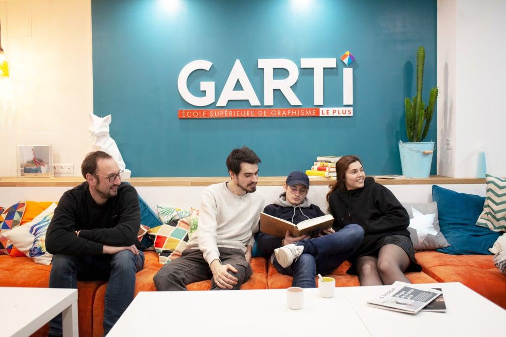 Salle de pause avec les étudiants de l'école Garti