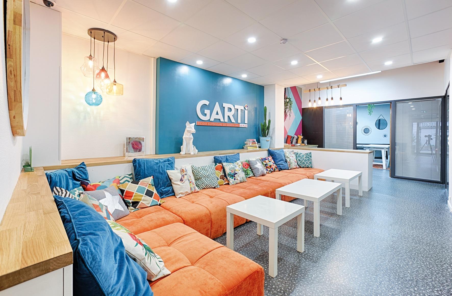 L'espace salon de l'école Garti